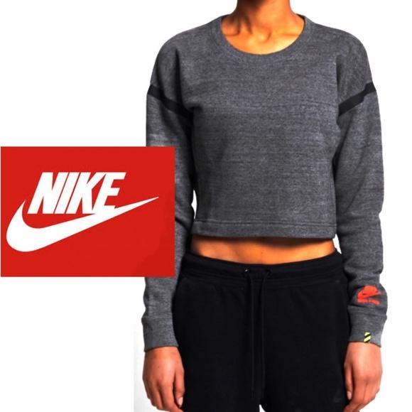 b9863039f0a2 Nike Track   Field Crop Crew Sweatshirt. M 5a5aacae85e6050fd3e9aeac